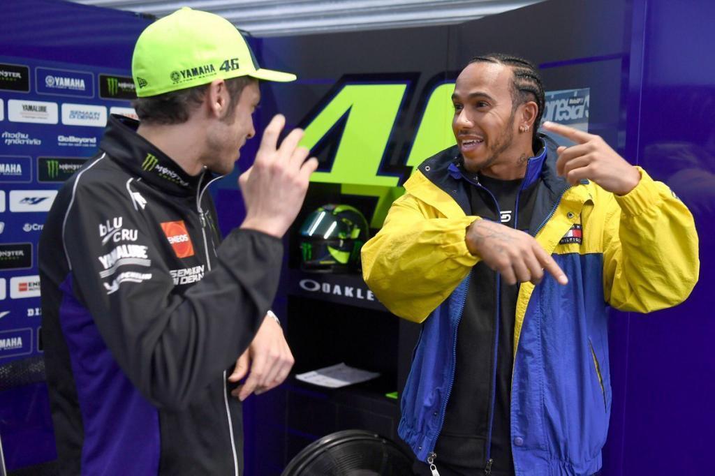 Hamilton ansioso de probar la Moto de Valentino Rossi