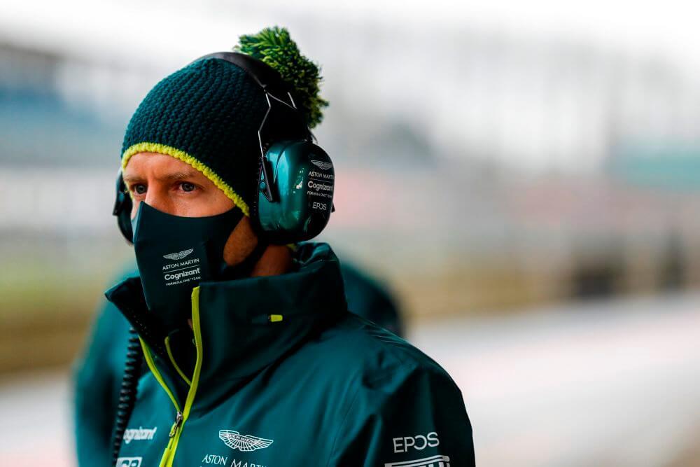 En Aston Martin ya comparan el estilo de pilotaje de Sebastian Vettel y Sergio Pérez
