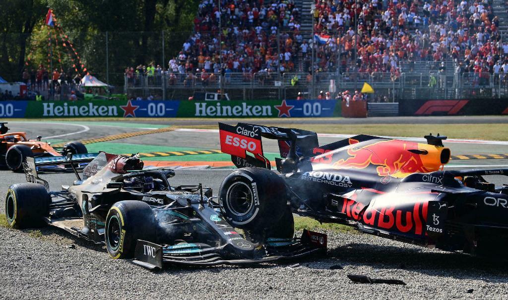 """Damon Hill cree que Verstappen provocó la colisión: """"Fue un error de juicio o un movimiento calculado para chocar con Lewis"""""""