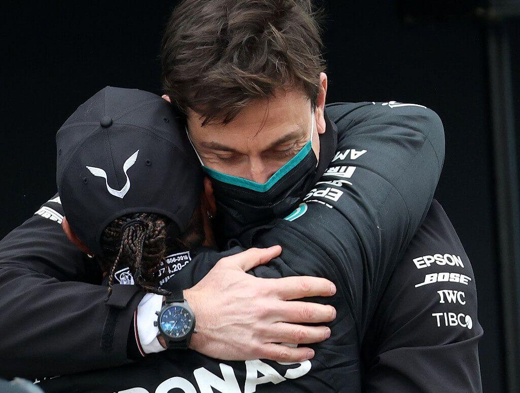 Toto Wolff y Lewis Hamilton asombrados por la remontada de Verstappen en el GP de Rusia