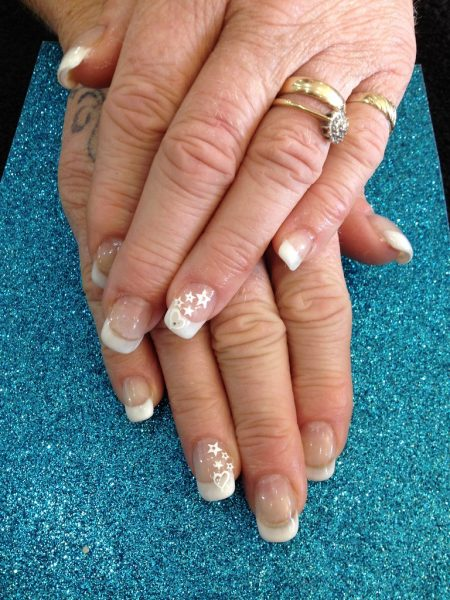 Nail stickers su french manicure