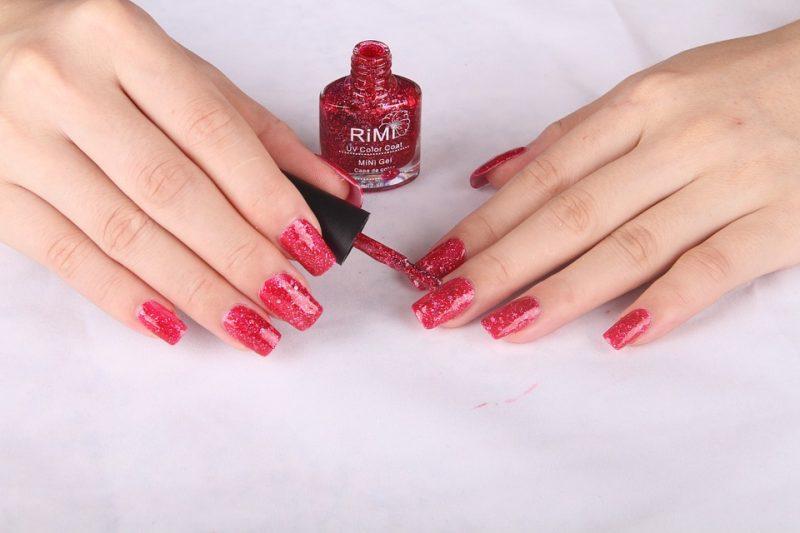 Smalto semipermanente rosso glitterato