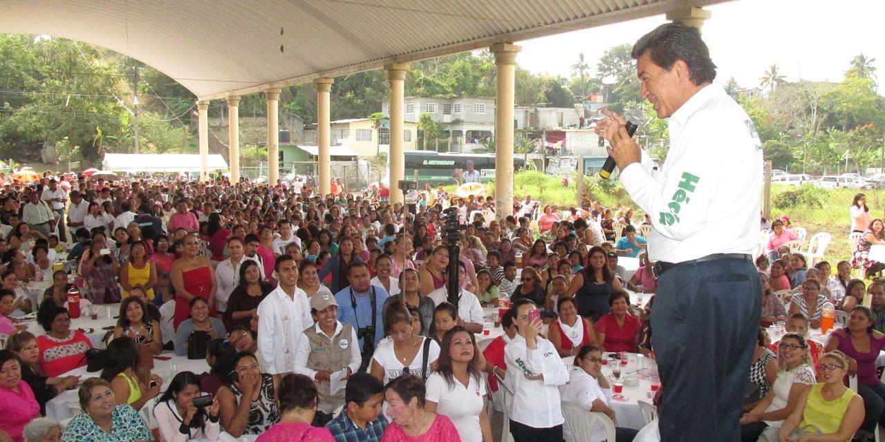 Miguel Ángel Yunes  al fondo de las encuestas; Héctor Yunes Landa.