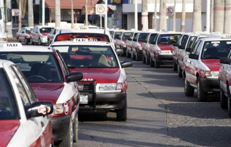 RETIRAN DE CIRCULACIÓN UNIDADES DE TRANSPORTE PÚBLICO EN TUXPAN