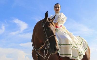 Galería Fotográfica de Arlette Mar Manrique, Reina de la EXPO TUXPAN 2016