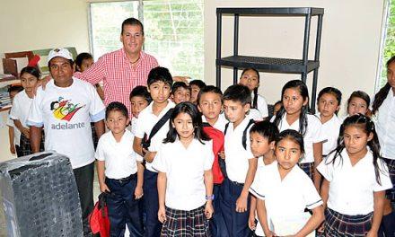 Entrega ASR apoyos a una de las comunidades más pobres de Tuxpan