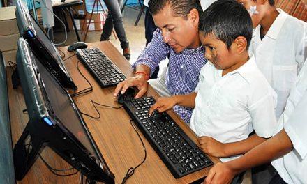 Computadoras, pisos de cemento y techos para la comunidad de Chijolar en Tuxpan