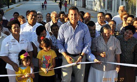 Inaugura ASR dos calles más en beneficio de miles de tuxpeños