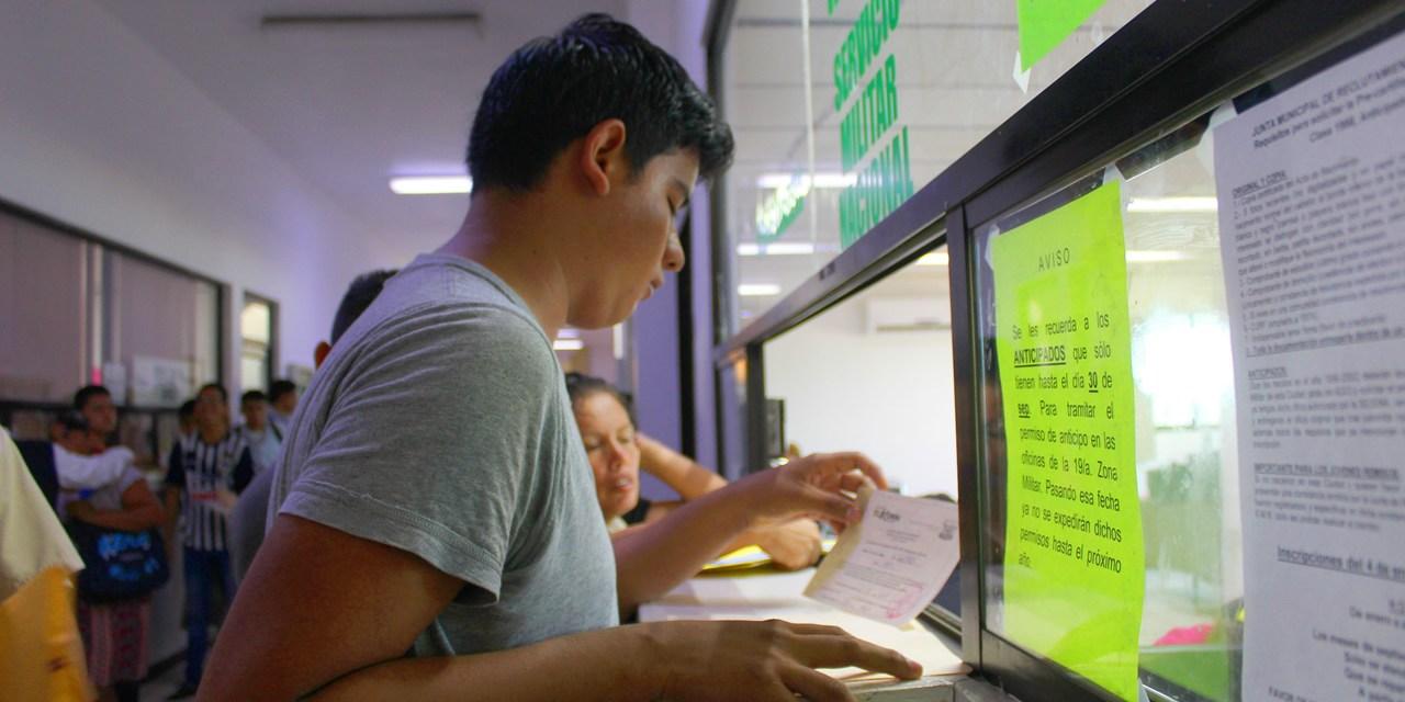 Secretaría del Ayuntamiento de Tuxpan entregó 850 pre cartillas del SMN