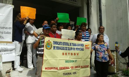 Trabajadores del Sector Salud se manifiestan en Hospital Civil