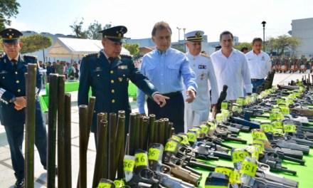 El Gobernador Yunes asiste a la ceremonia de destrucción de armamento decomisado por la SEDENA en Coatzacoalcos