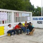 Se manifiestan Docentes, piden respeto a los derechos escalafonarios