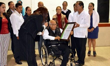 Nombran al profesor Próspero Almanza ciudadano distinguido de Tamiahua