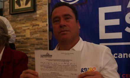 Arturo Esquitin va por la Diputación Federal