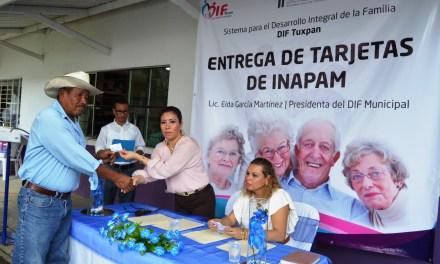 DIF entrega credenciales del INAPAM