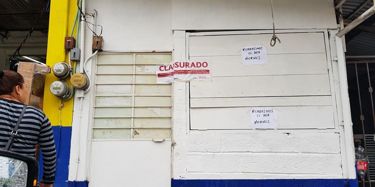 SAT CLAUSURA NEGOCIO POR NO EXPEDIR COMPROBANTES FISCALES