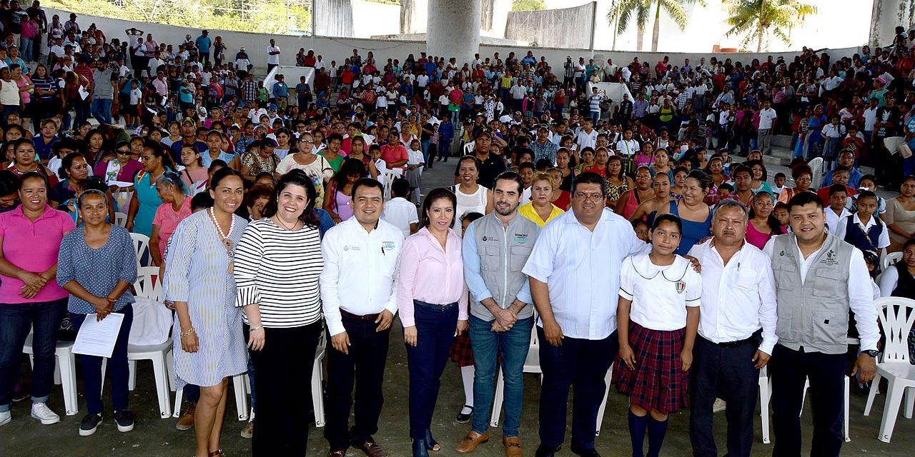 Más de Mil 300 becas entregó Veracruz Comienza Contigo