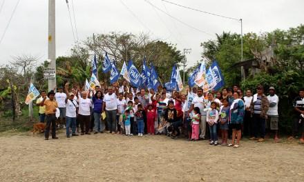 Arturo Esquitin va por obras para el desarrollo integral del Distrito 03