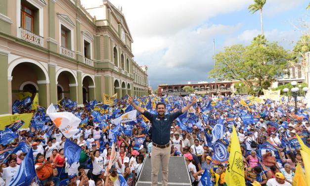Córdoba se desborda con Miguel Ángel Yunes Márquez en el cierre regional de Las Altas Montañas