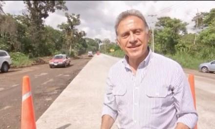 El Gobernador Yunes lleva a cabo una gira de supervisión de obras carreteras