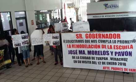 Manifestación en ayuntamiento Tuxpan