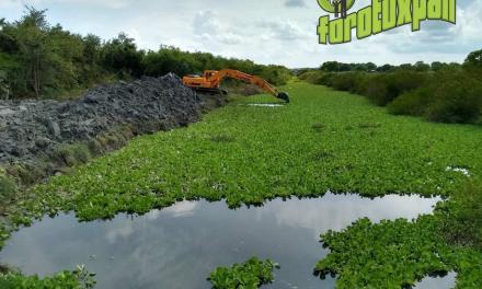 Desazolvan zanja para reducir riesgo de inundación