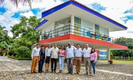 Consejero Cubano se reúne con Alcalde y Regidora