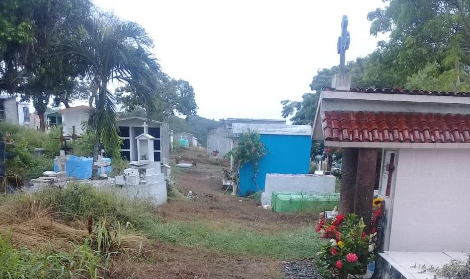 Invita Toño Aguilar a reforzar limpieza en tumbas de panteones
