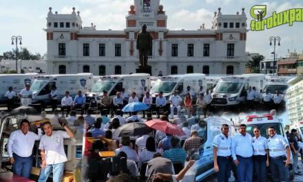Gobernador Yunes entrega Ambulancia a Presidente de Tuxpan