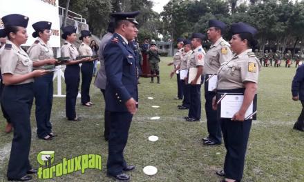 Condecoran a 25 militares