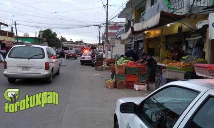 Tránsito Municipal pone orden en libramiento zona mercado héroes del 47