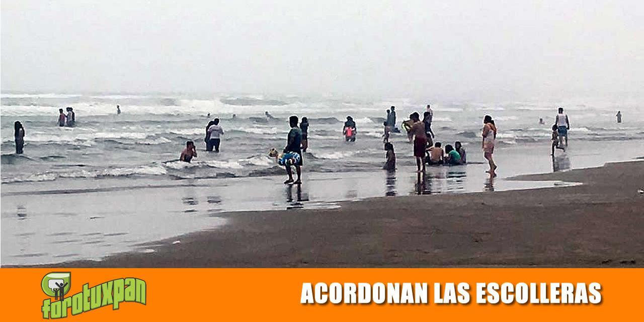 ACORDONAN EL ÁREA DE LAS ESCOLLERAS