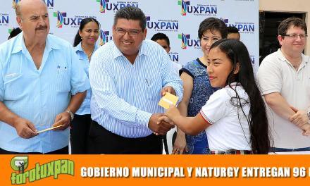 GOBIERNO MUNICIPAL Y NATURGY ENTREGAN 96 BECAS