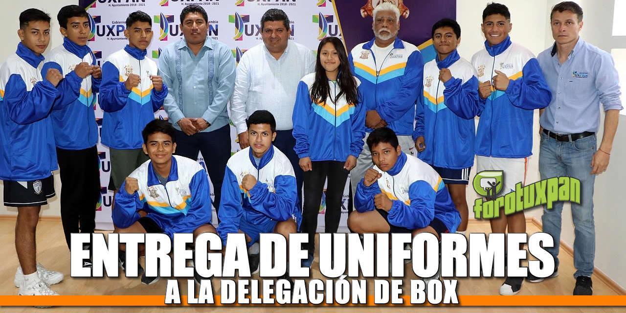 Entrega de uniformes a delegación de Box