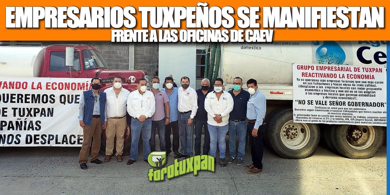 Empresarios Tuxpeños se manifiestan en las oficinas de CAEV