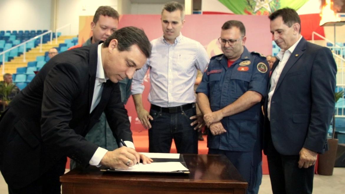 Governador assina decreto que desburocratiza alvarás para empresas - Forquilhinha Notícias