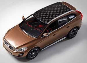 Modellbilen med både karossen och batteriet tillverkade av kolfiber baserad på barrvedslignin.