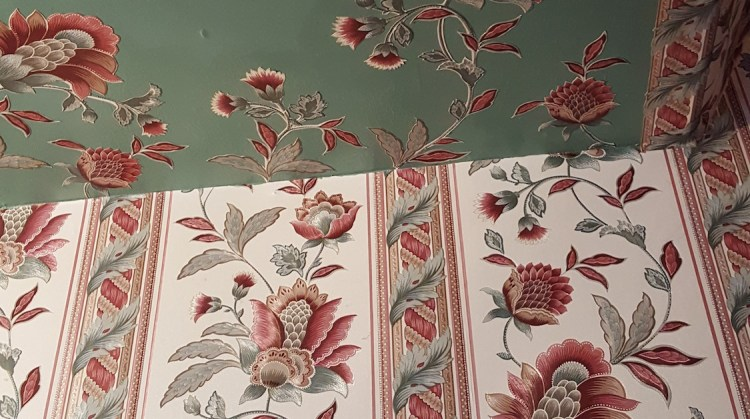 vintage wallpaper installation, vintage-style wallpaper, vintage wallcovering, vintage borders