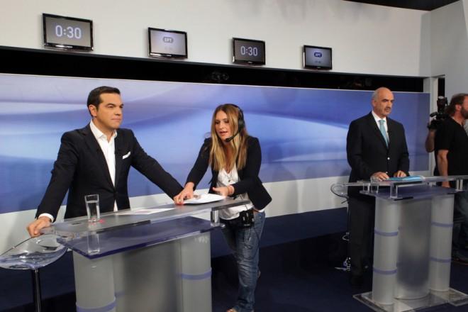 Ο πρόεδρος του ΣΥΡΙΖΑ Αλέξης Τσίπρας (Α) με τον πρόεδρο της Νέας Δημοκρατίας Ευάγγελο Μεϊμαράκη (Δ) προετοιμάζονται λίγο πριν ξεκινήσει το ντιμπέιτ των πολιτικών αρχηγών, στο Ραδιοτηλεοπτικό Μέγαρο της ΕΡΤ, τη Δευτέρα 14 Σεπτεμβρίου 2015. Το ντιμπέιτ (Debate) πραγματοποιείται μεταξύ του προέδρου του ΣΥΡΙΖΑ, Αλέξη Τσίπρα και του προέδρου της Νέας Δημοκρατίας, Βαγγέλη Μεϊμαράκη στο Ραδιοτηλεοπτικό Μέγαρο της ΕΡΤ για τις εκλογές, της 20ης Σεπτεμβρίου. ΑΠΕ-ΜΠΕ/ΑΠΕ-ΜΠΕ/ΠΑΝΤΕΛΗΣ ΣΑΪΤΑΣ