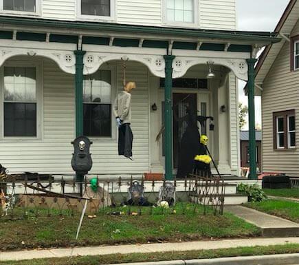 В Нью-Джерси семью обвиняют в расизме из-за украшения на Хэллоуин