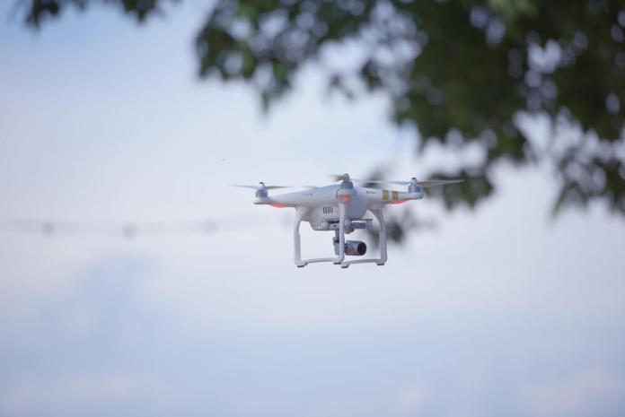 Amazon запатентовал дрон-зарядку для электромобилей