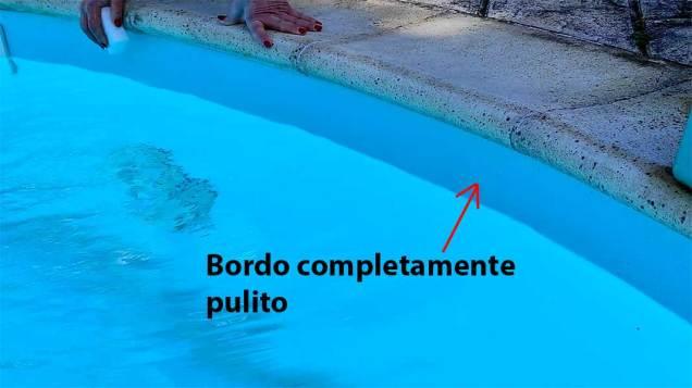 bordo a pelo d'acqua pulito nella piscina
