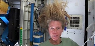 hair_wash_in_space_1.jpg