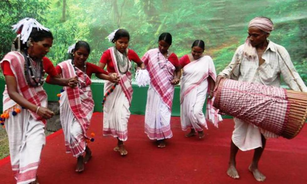 Asur, Man and Women from Jharkhand performed at Salt Lake FE block during Durga puja festival on Maha Sasthi, on Friday. Express photo by Subham Dutta. 07.10.16