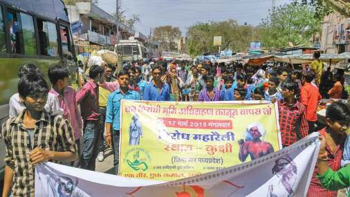 On 17 March, members of the Jai Adivasi Yuva Shakti (Jays) took part in a massive demonstration against the Land Acquisition Bill at Kukshi in Madhya Pradesh's Dhar district