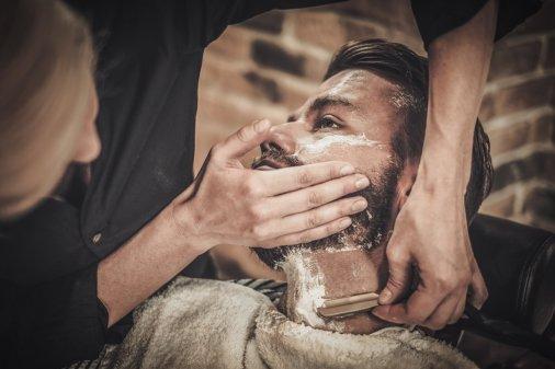Komt een man bij de kapper