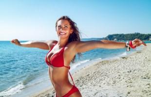 Is rood de bikini fashion kleur van zomer 2021?