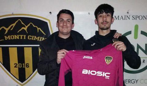 Dopo la breve parentesi in maglia rossonera, il giovane portiere Luca Bertollini, classe 2000, è stato riconfermato dalla Polisportiva Monti Cimini per la prossima stagione.