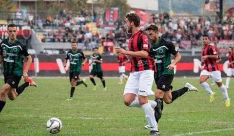 Il Real Agro Aversa ha ufficializzato l'ingaggio dell'attaccante, ex Nocerina, Felice Simonetti, classe '94, ha indossato la maglia rossonera nella stagione 2013/2014 in cui ha fatto registrare 1 presenza e […]