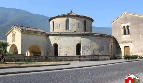 """Continuano le visite al Battistero di Nocera Superiore. Questo il messaggio rilasciato sulla pagina ufficiale del Gruppo Archeologico Nuceria: """"Il nostro progetto di valorizzazione dei tesori di Nuceria continua. Oggi […]"""